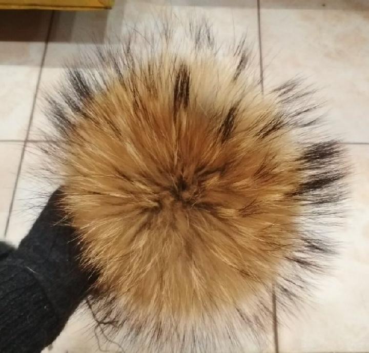 Помпон меховой из енота ( 17-20 см )